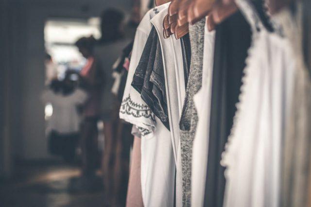 Moda biurowa – jak wyglądać modnie w pracy?