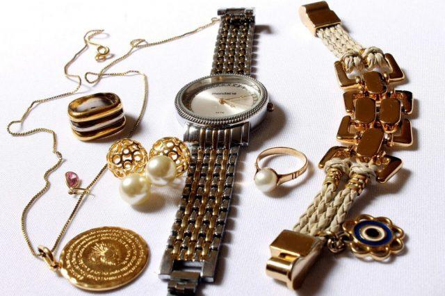 jaka biżuteria - złoto czy srebro?